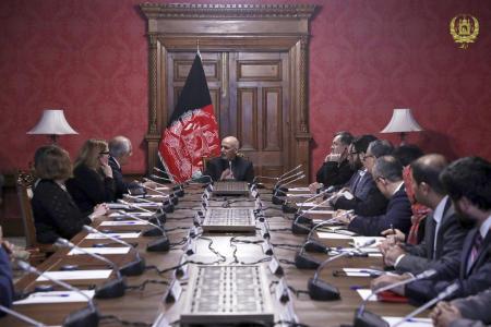 زلمے خلیل زاد افغان صدر اشرف غنی سے ملاقات کے دوران