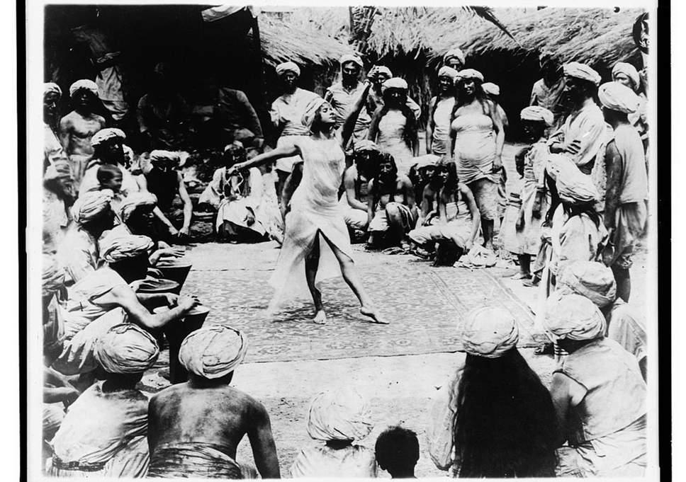 خواتین اور مرد رقاصاؤں کے یکساں قدر دان تھے