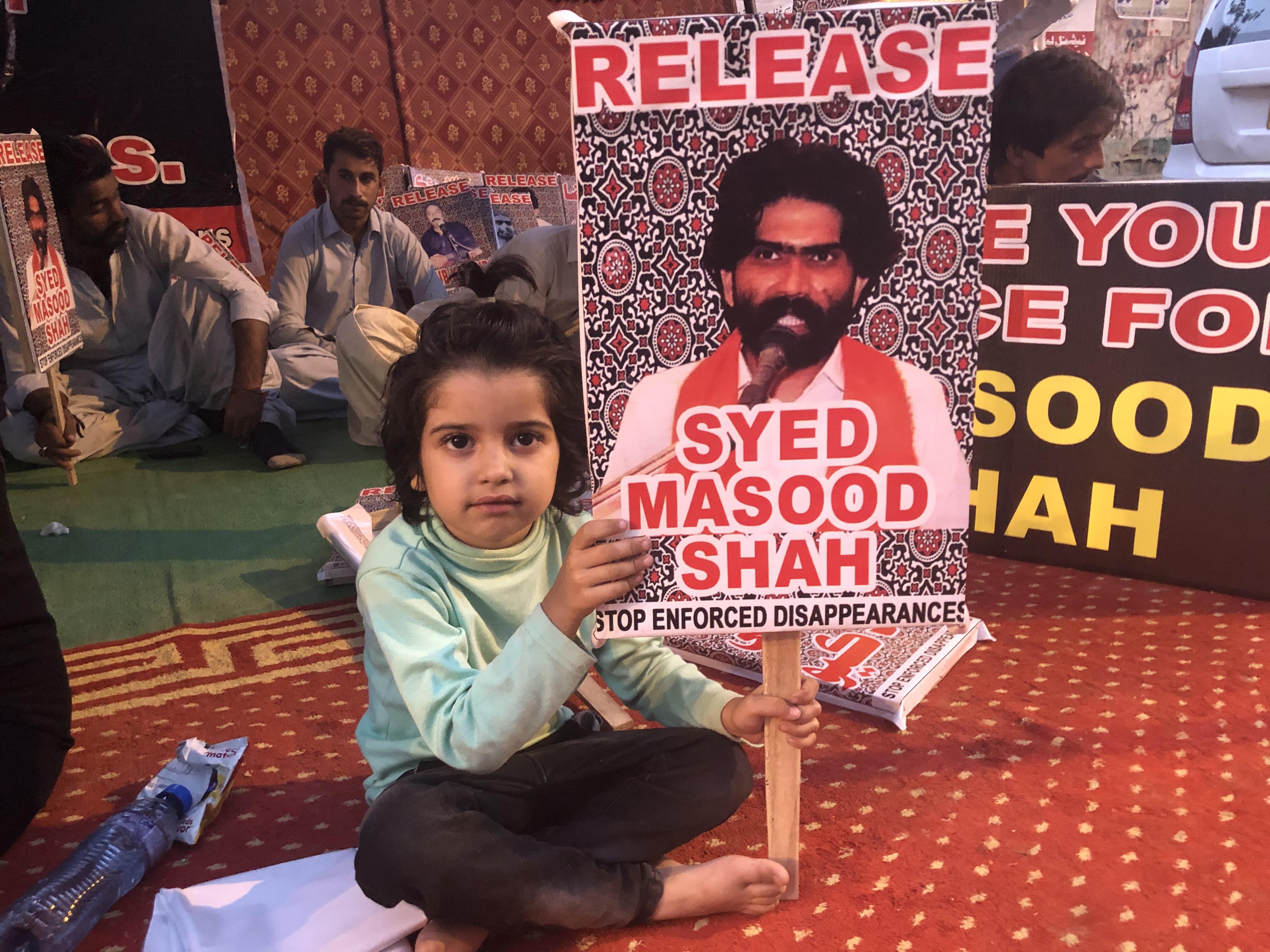 مسعود شاہ کے اہل خانہ بھی احتجاجی کیمپ میں شامل ہوئے (امر گروڑو)