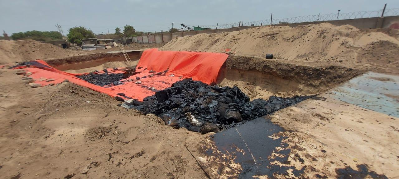 گڈانی میں جہاز سے نکالا گیا مواد.jpeg