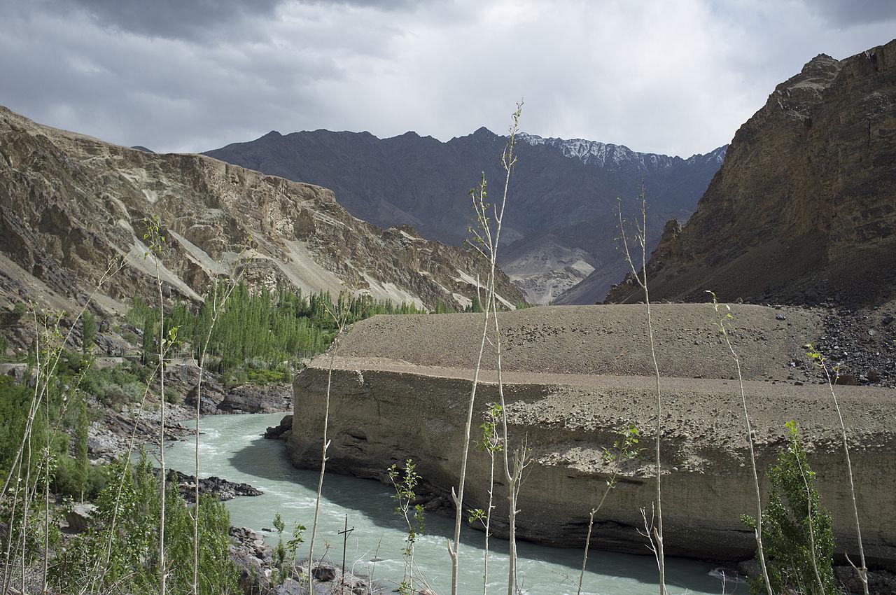 1280px-Indus_river_near_Leh.jpg