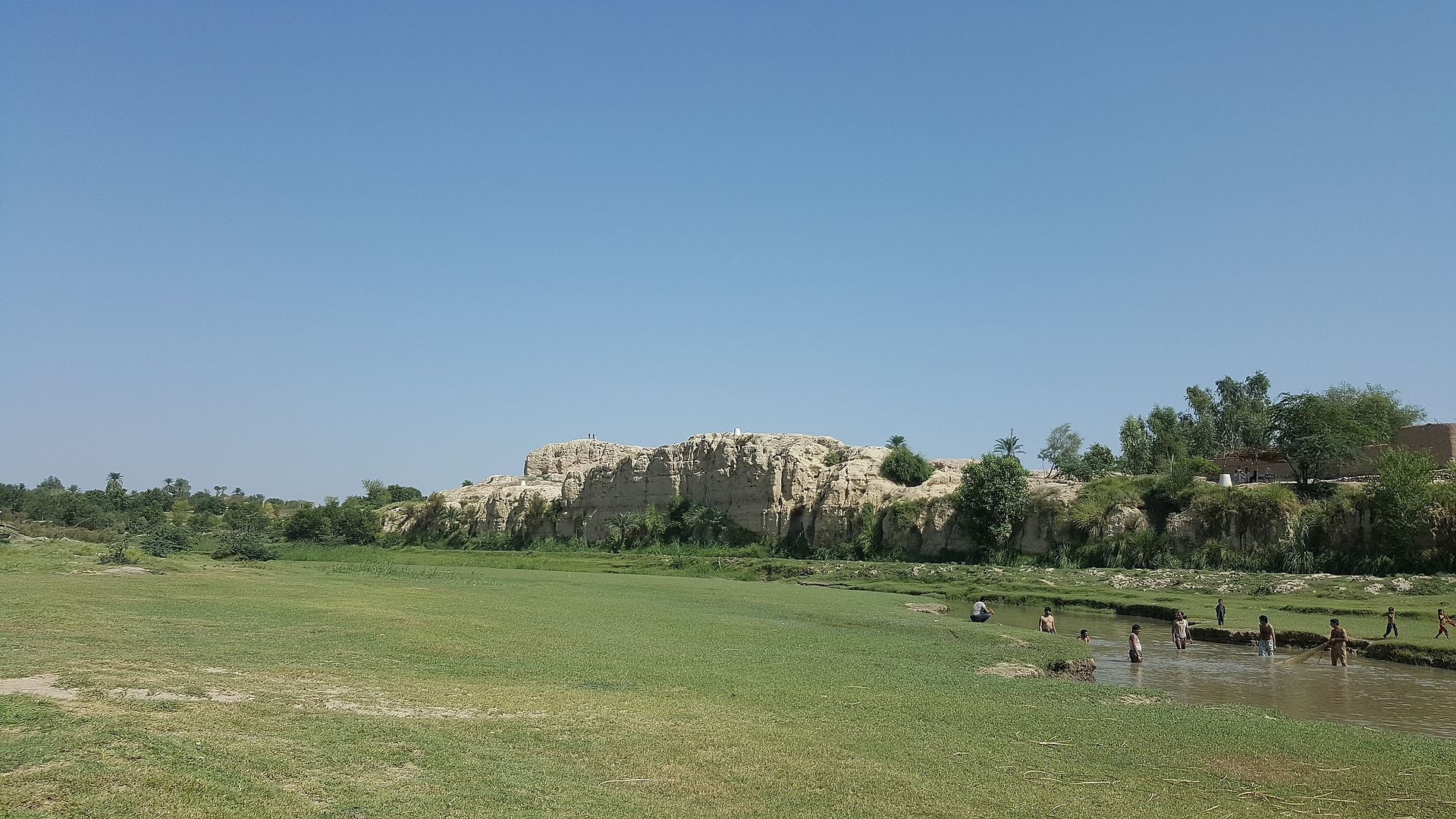 Akra_Mound_from_canal_side (1).jpg