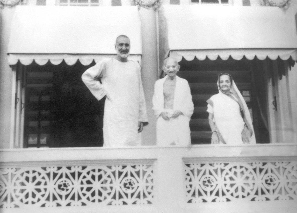 Gandhi_and_Abdul_Gaffa_Khan.jpg