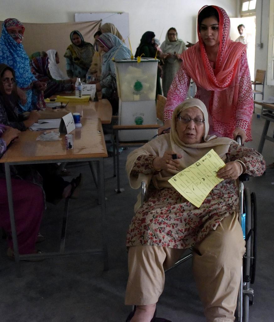 Kashmir Women Voting1.jpg