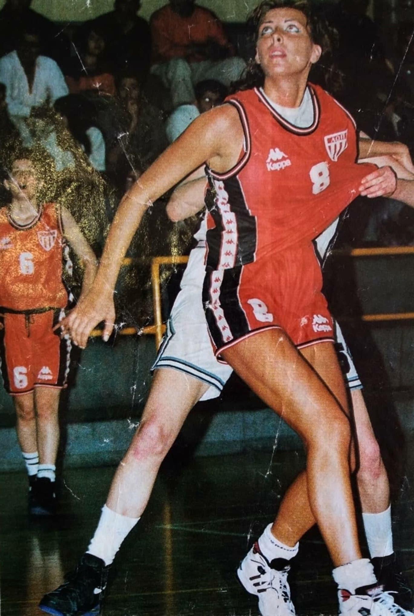 Olivera Cirkovic basketball.jpg