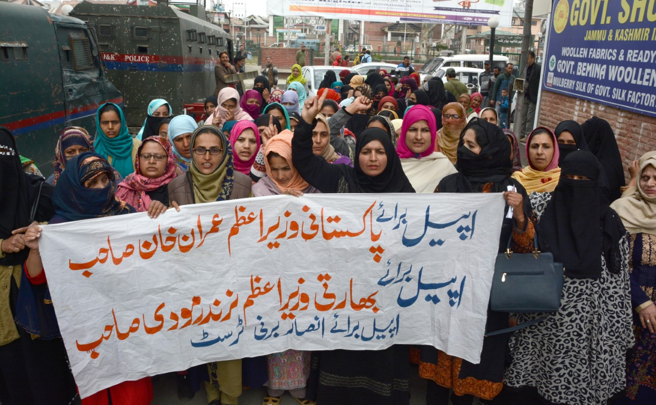 thumbnail_Photo Umar Ganie,,,,,, Pakistani Women holding a banner during protest in support of their demands.jpg